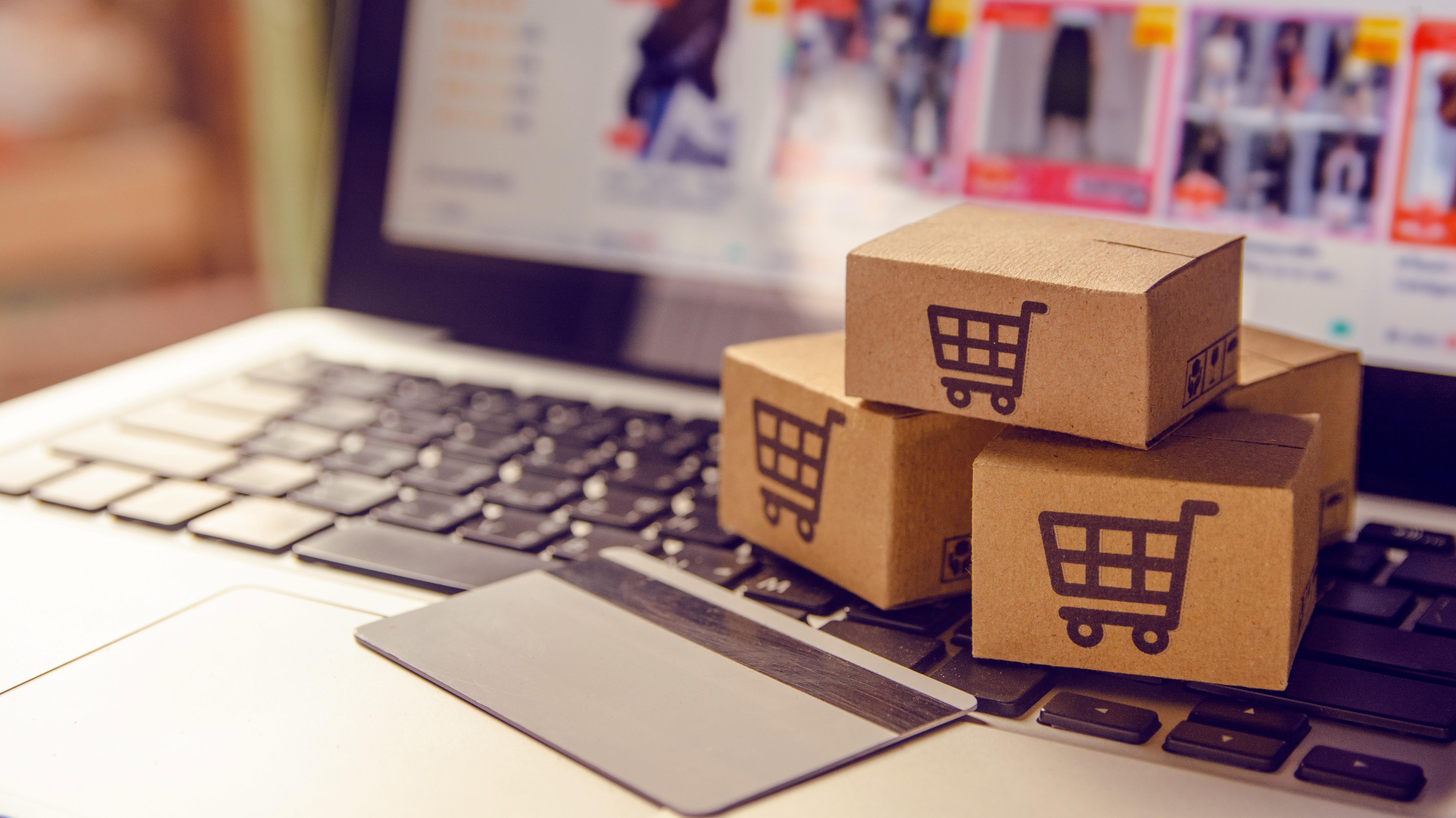 eCommerce-AdobeStock_250318394-1